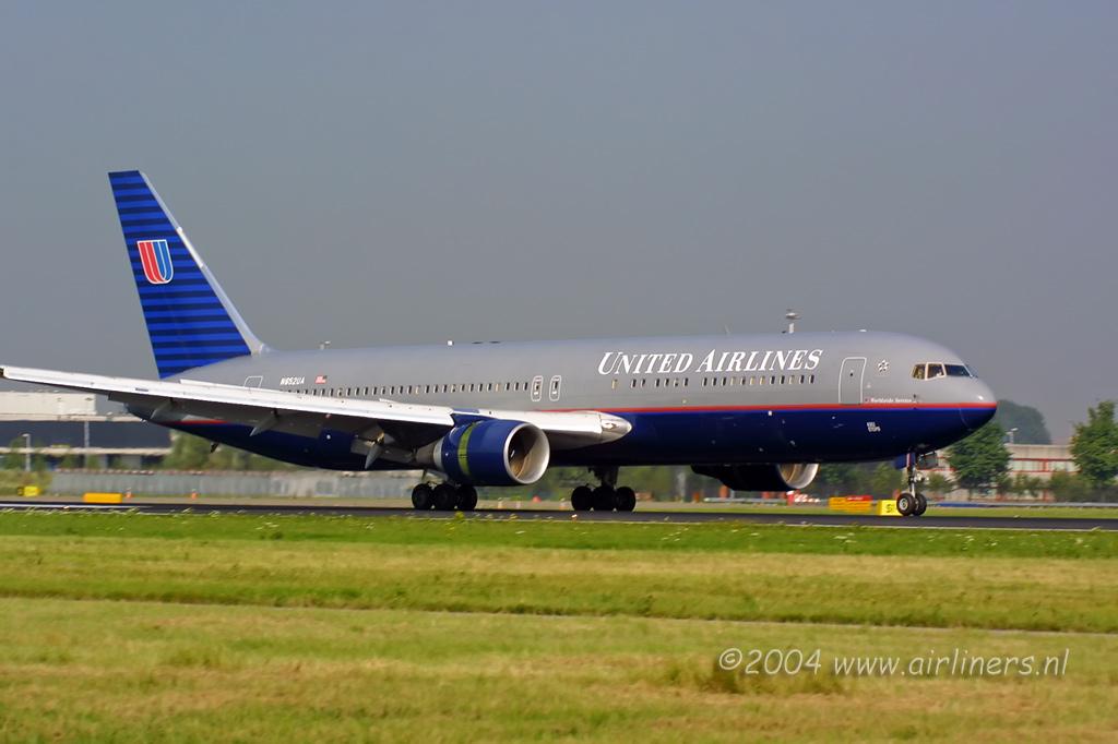Крупнейшая в германии авиакомпания lufthansa решила сократить количество рейсов в россии, сообщают